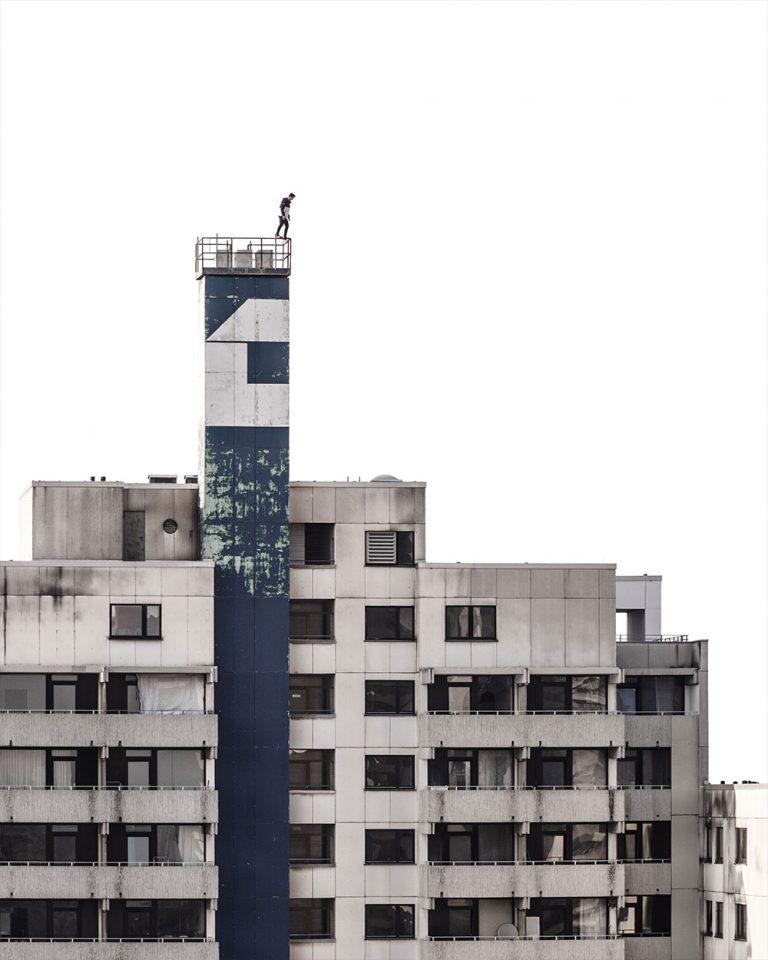 Person auf einem Turm